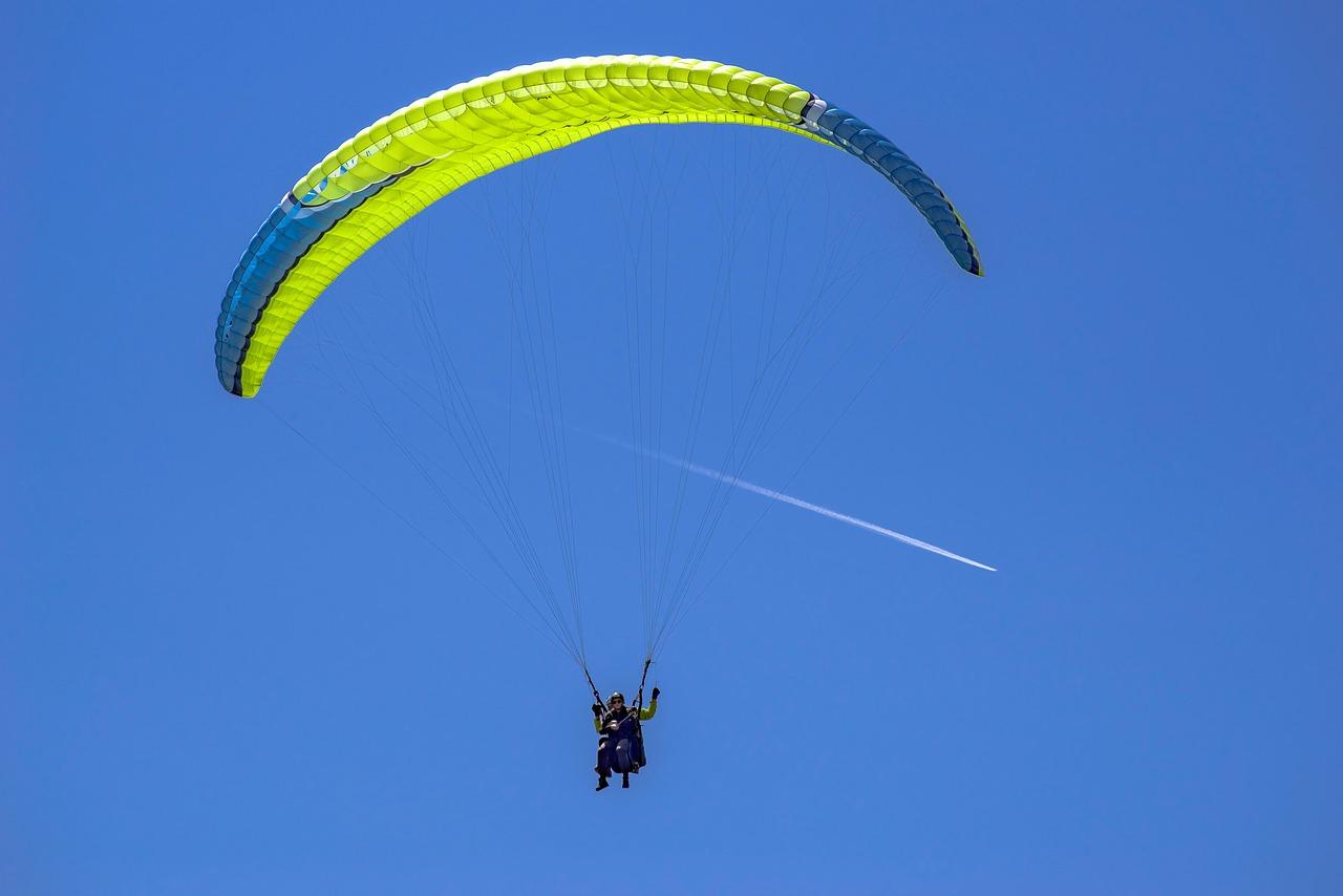 paraglide-3652634_1280